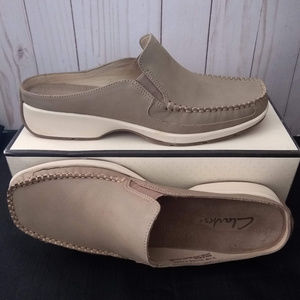 Clarks Suede Leather Comfort Clogs Mules RARE 8.5M